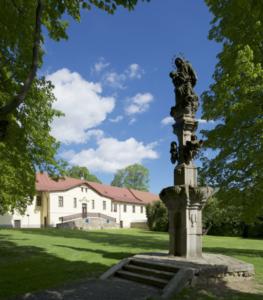 Mariánský sloup Panny Marie - Zámek Žďár nad Sázavou