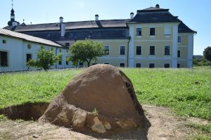 Chytrá ruka Zámek Žďár: Historická zakuřovaná keramika