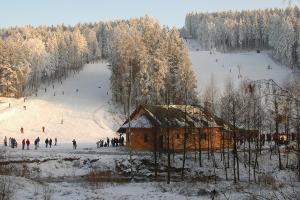 Skiareál Hlinsko - kam na sjezdovky v okolí zámku Žďár
